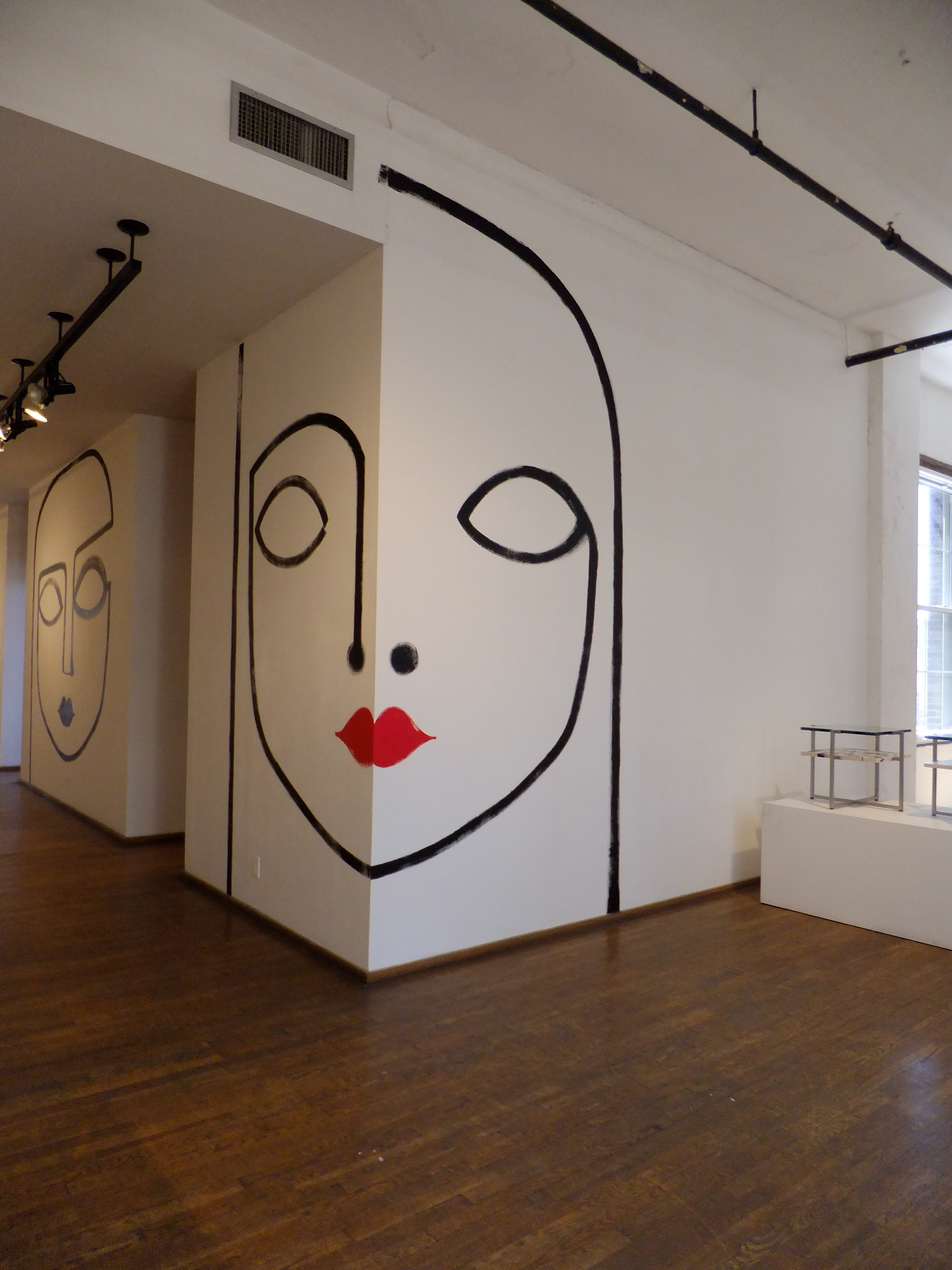 abstract murals at Ralph Pucci on www.CourtneyPrice.com
