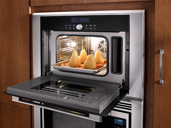 Masterpiece-Series-Steam-and-Convection-Oven-Interior on www.CourtneyPrice.com