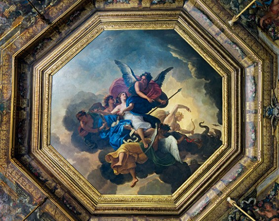 Charles Le Brun painted The Triumph of Fidelity in the center of the ceiling of the salon of the muses. ©Bruno Ehrs
