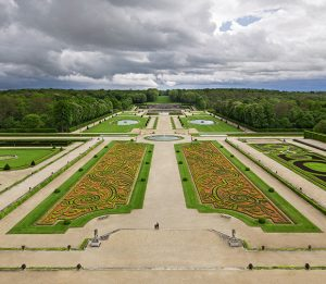 A view of the gardens today. The broderie parterre was recreated in 1923 by landscape architect Achille Duchêne ©Bruno Ehrs