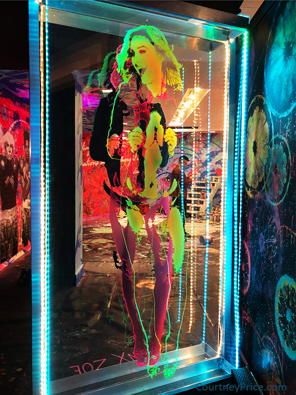 Immersive Art, popup art museum, neon art, Psychedelic Robot, Bivins Gallery, Dallas TX Hotel Crescent Court, on CourtneyPrice.com